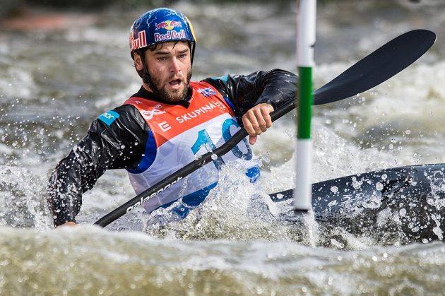 Kajakář Vavřinec Hradilek ve finále K1 muži během Světového poháru ve vodním slalomu na kanále v pražské Tróji.
