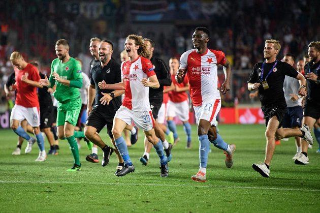 Fotbalisté Slavie Praha Alex Král a Ibrahim Traoré během oslav