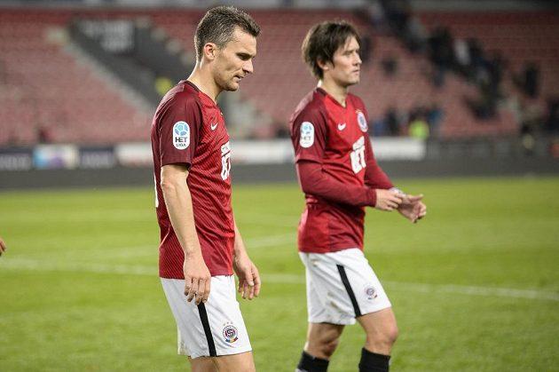 Zklamaní sparťané David Lafata a Tomáš Rosický po porážce s Plzní.