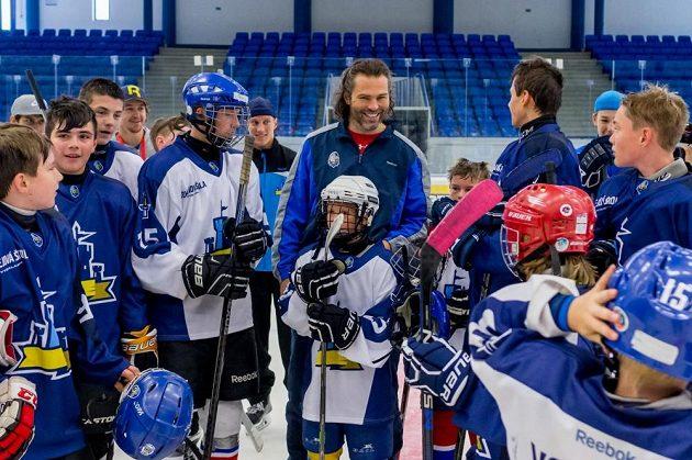 Jaromít Jágr na tréninku dětí při hokejové škole kladenských Rytířů.