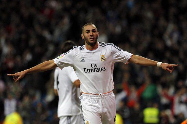 Karim Benzema pomohl k vysoké výhře Realu nad Sevillou dvěma přesnými trefami.