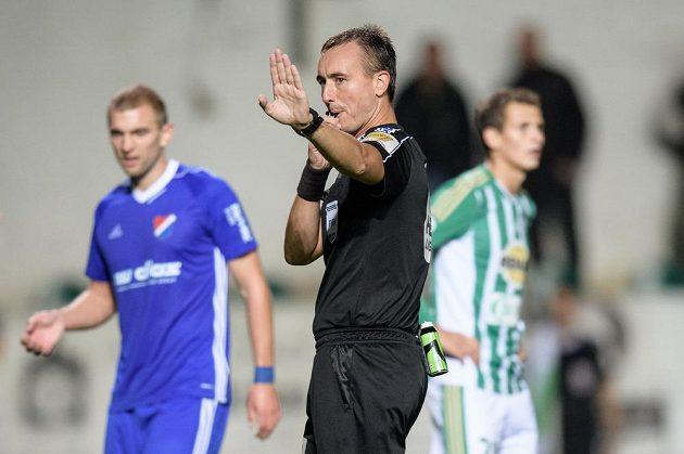 Rozhodčí Petr Ardeleanu během utkání Bohemians s Baníkem.