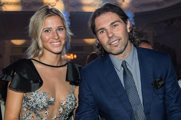 Jaromír Jágr a jeho partnerka Veronika Kopřivová během vyhlášení ankety Zlatá hokejka.