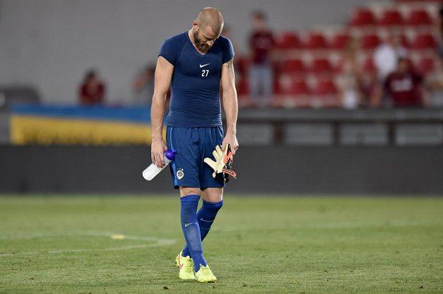 Zklamaný brankář Sparty Praha David Bičík po prohře s CSKA Moskva.