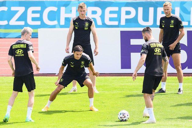 Fotbalisté české reprezentace Jakub Jankto, Aleš Matějů, Jakub Brabec, Ondřej Čelůstka a Antonín Barák během tréninku v Praze.