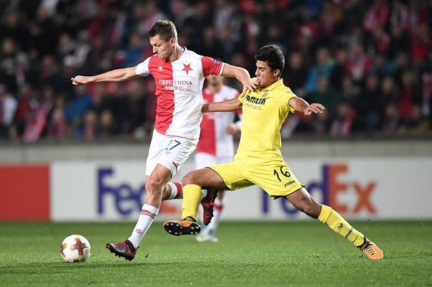 Slávista Tomáš Necid (vlevo) a Rodrigo Hernandez z Villarrealu ve čtvrtém kole skupiny Evropské ligy.