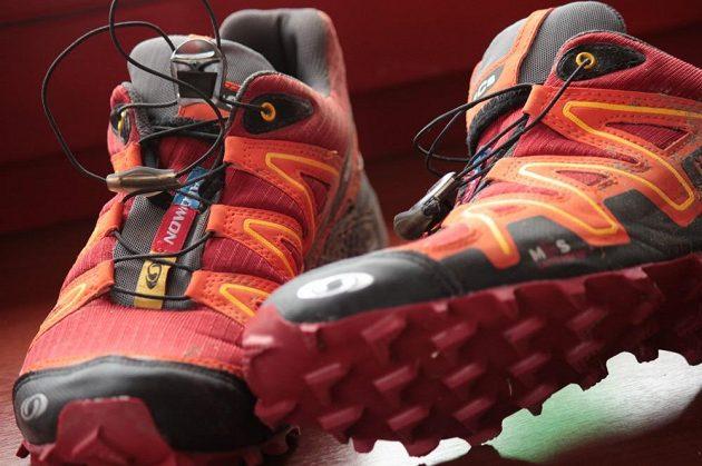 Kevlarový systém u krosové obuvi.