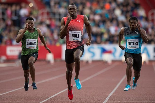 Jamajský sprinter Usain Bolt na cestě k vítězství na Zlaté tretře.