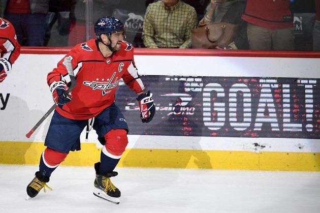 Ruský bohatýr Alex Ovečkin řádí v NHL v dresu Washingtonu Capitals.