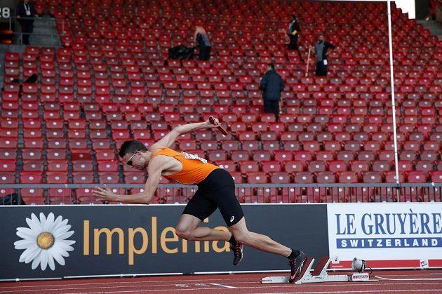 Bjorn Blauwhof při opakovaném kvalifikačním startu nizozemské štafety na 4x400 m při ME atletů v Curychu.