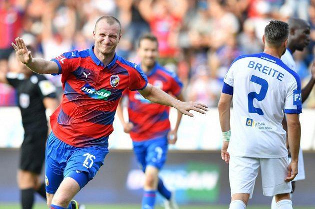 Je to tam. Kanonýr Viktorie Plzeň Michael Krmenčík vstřelil gól Slovanu Liberec a měl z toho pořádnou radost.