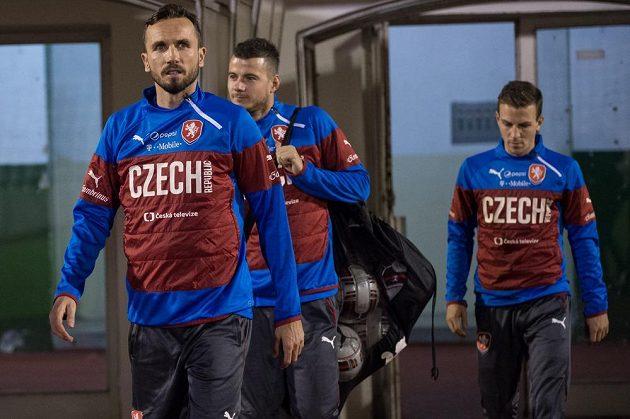 Tomáš Sivok (vpředu), Daniel Pudil a Vladimír Darida na tréninku české fotbalové reprezentace na Strahově.
