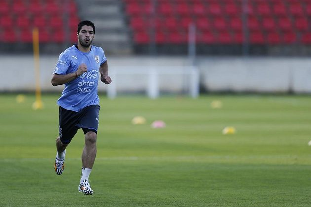 Luis Suárez v plné tréninkové zátěži.