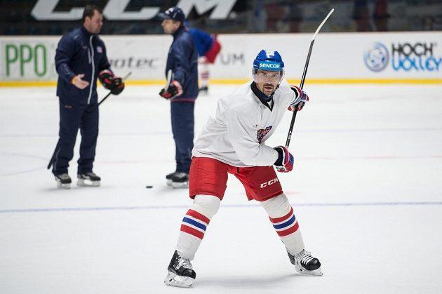 Útočník Tomáš Plekanec během tréninku hokejové reprezentace ve Znojmě před MS 2016.