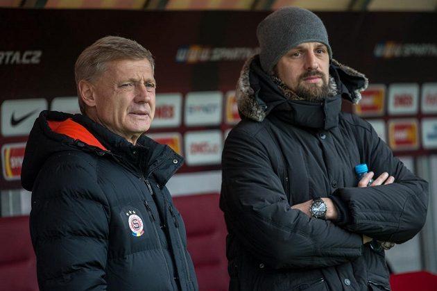 Trenér Sparty Zdeněk Ščasný a zraněný Marek Matějovský.
