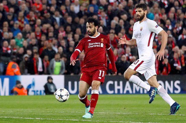 Liverpoolský střelec Mohamed Salah (vlevo) krátce před tím, než vstřelil druhý gól.