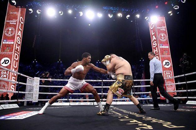 Oba boxeři vstoupili do zápasu opatrně