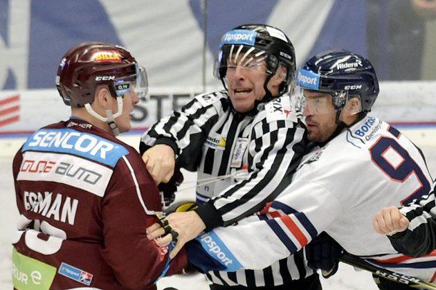 Na ostřejší výměnu názorů už se chystali Miroslav Forman ze Sparty a Josef Hrabal z Vítkovic.