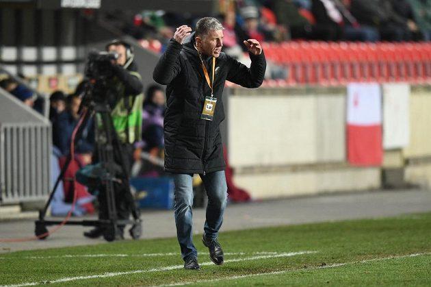 Trenér Slavie Jaroslav Šilhavý gestikuluje během utkání proti Astaně.