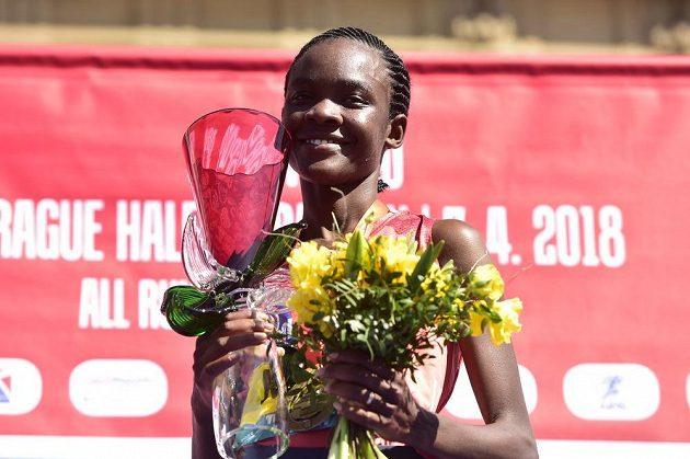 Vítězka ženské kategorie Pražského půlmaratonu Joan Mellyová z Keni.
