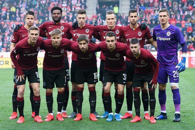 """Mužstvo Sparty Praha během derby """"S""""."""