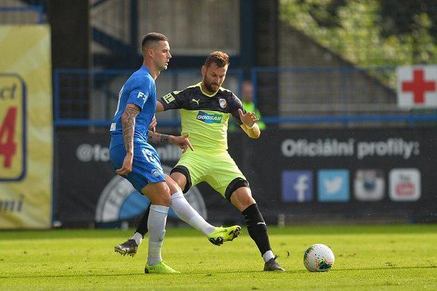 Zleva Roman Potočný z Liberce a Radim Řezník z Plzně v utkání druhého kola fotbalové ligy.