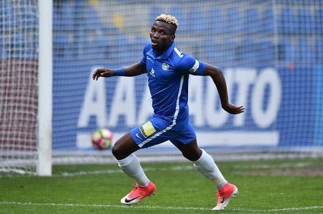 Radost dvougólového střelce Ubonga Ekpaie ze Slovanu Liberec.