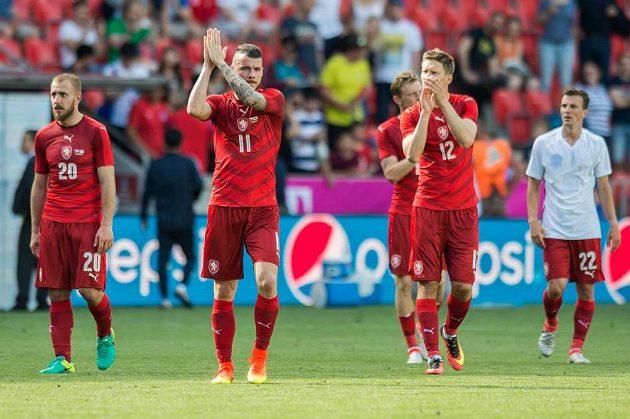 Fotbalisté české reprezentace (zleva): Jiří Skalák, Daniel Pudil, Milan Škoda, Ladislav Krejčí a Vladimír Darida po zápase s Koreou.