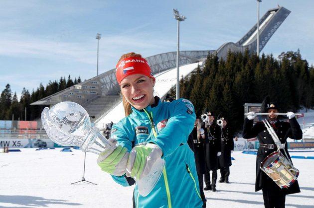 Gabriela Koukalová v Oslu s malým křišťálovým glóbem za celkové prvenství v závodech s hromadným startem.