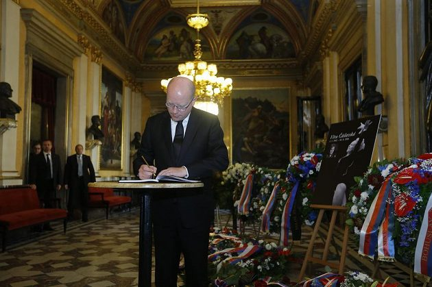 Na Věru Čáslavskou přišel do Národního divadla zavzpomínat i premiér Bohuslav Sobotka.