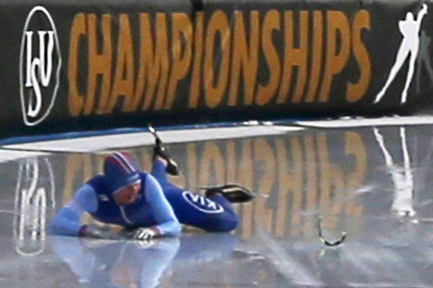 Nor Sverre Lunde Pedersen po pádu při rychlobruslařském maratonu.