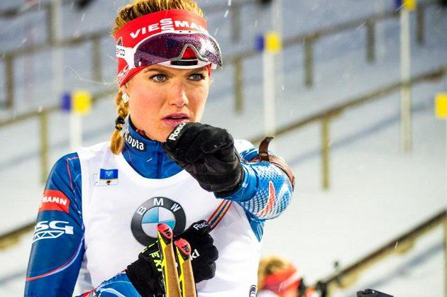 Gabriela Soukalová střílela bezchybně a ovládla sobotní sprint ve švédském Östersundu.