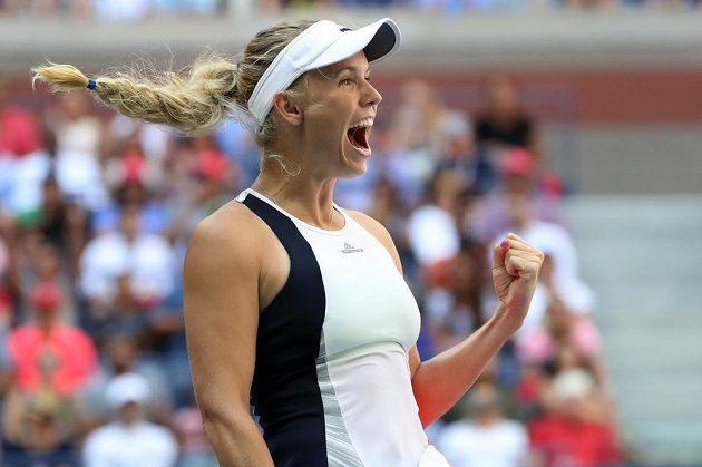 Caroline Wozniacká se raduje, v US Open je ve čtvrtfinále, porazila Američanku Madison Keysovou 6:3, 6:4.