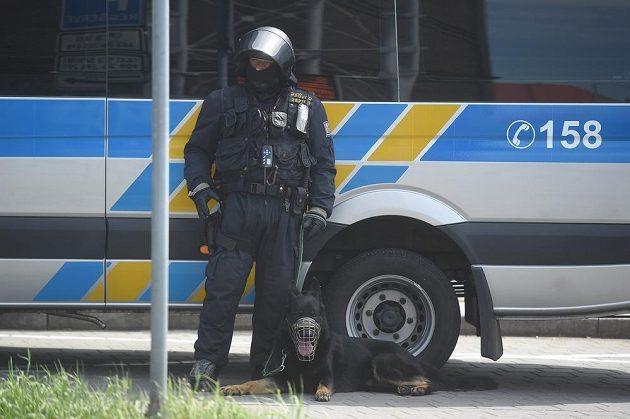Policisté dohlíželi už na příjezd fanoušků Sparty. Později byli dva příznivci zadrženi.