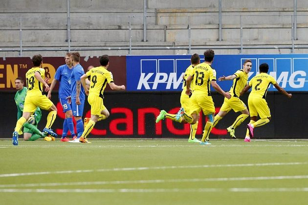 Fotbalisté Dinama Záhřeb slaví gól na hřišti Molde.