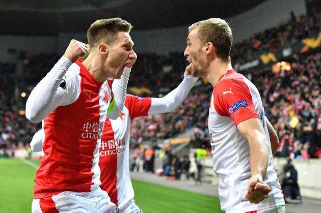 Tomáš Souček a Milan Škoda se radují z branky