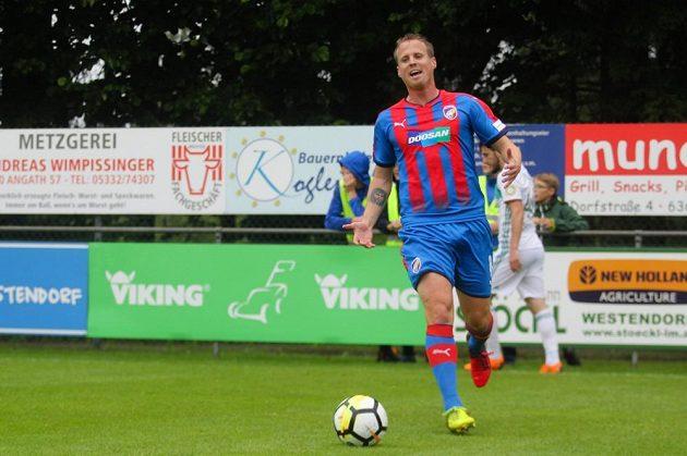 Plzeňský fotbalista David Limberský během zápasu na letním soustředění Viktorie.