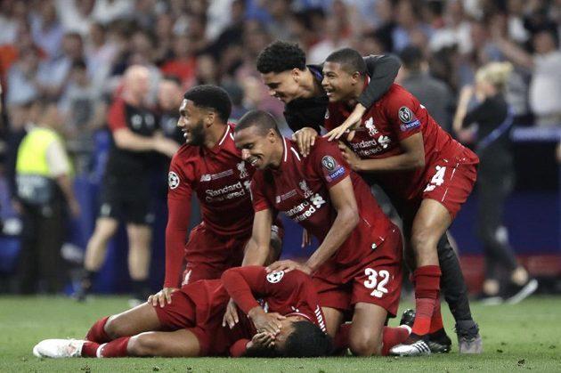 Fotbalisté Liverpoolu slaví triumf ve fotbalové Lize mistrů.