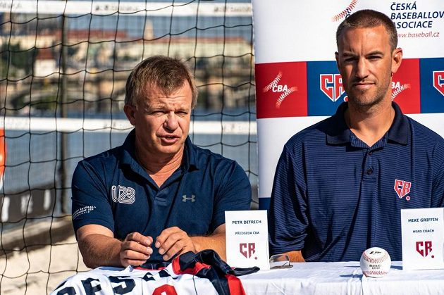 Zleva Petr Ditrich, předseda České baseballové asociace, a kouč reprezentace Mike Griffin.