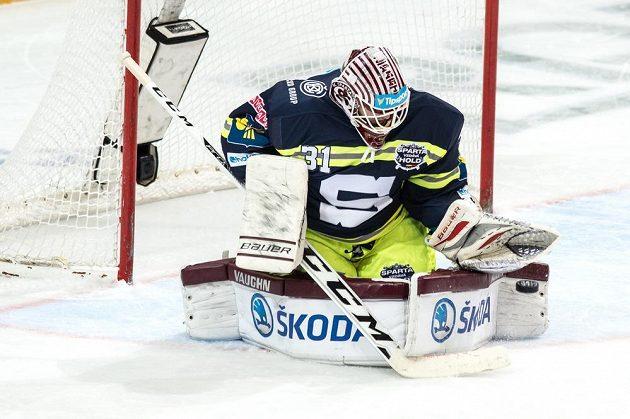 Brankář Sparty Filip Novotný během utkání s Olomoucí.
