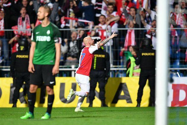Slávista Miroslav Stoch se raduje z gólu ve finále poháru.