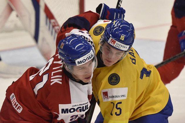 V souboji Jaromír Pytlík (vlevo) a Linus Öberg ze Švédska.