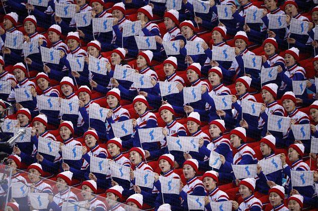 Fanynky na utkání hokejistů Česka s domácím týmem.