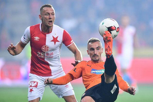 Zleva Vladimír Coufal ze Slavie a Martin Zeman z Viktorie Plzeň.