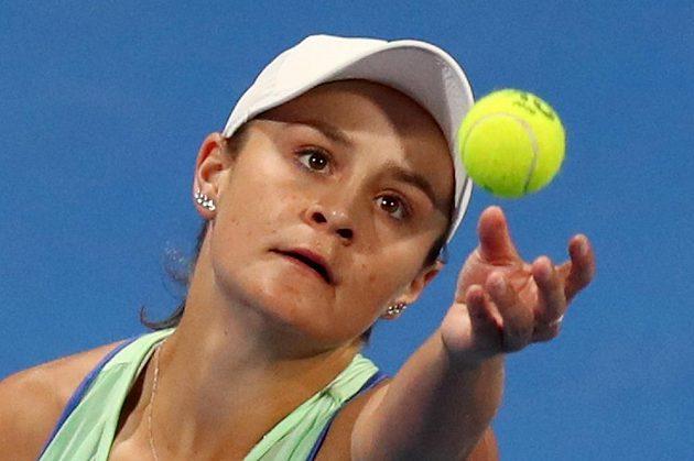 Světová tenisová jednička Ashleigh Bartyová na turnaji v Dauhá.
