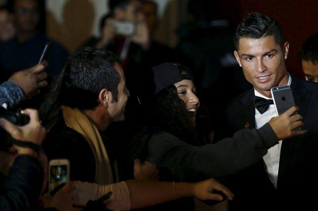 Ronaldo fanoušky neodmítl.