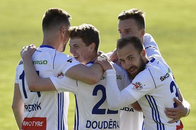 Fotbalisté Mladé Boleslavi se radují z gólu. Zleva Radim Řezník, autor gólu David Douděra, Jiří Skalák a Samuel Dancák.