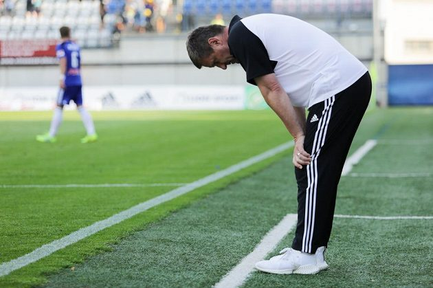 Zklamaný trenér Zlína Josef Csaplár po prohraném zápasev Olomouci.