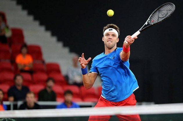 Jiří Veselý rozehrál úvodní dvouhru baráže o Světovou skupinu Davisova poháru v Haagu.