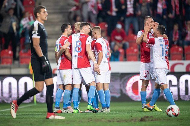 Fotbalisté Slavie Praha oslavují gól na 3:1 během utkání 11. kola Fortuna ligy s Příbramí.